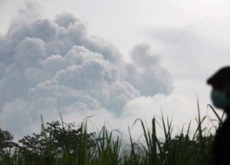Some 200,000 people are told to evacuate their homes in Indonesia after Kelud volcano erupts on the island of Java