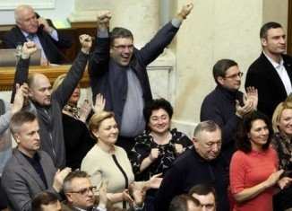 Ukraine's parliament has voted to oust President Viktor Yanukovych and hold early presidential elections on May 25
