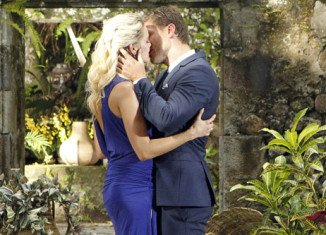 Nikki Ferrell got Juan Pablo Galavis' final rose without a ring