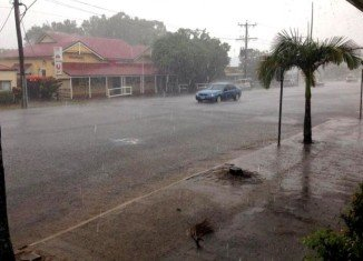 """Category 3 Cyclone Ita has hit northern Queensland in Australia with """"very destructive"""" winds of more than 140 mph"""