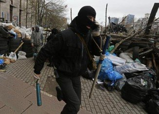 Gunmen dressed in camouflage clothing have seized a police station in Sloviansk, near Russian border