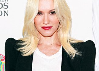 Gwen Stefani is to sign a deal to join NBC's The Voice for the upcoming seventh season