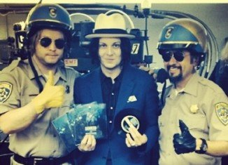 Jack White has recorded, cut and sold a seven-inch single in four hours, as part of the celebrations for Record Store Day