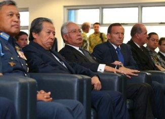 Malaysia PM Najib Razak visits missing flight MH370 search hub in Perth