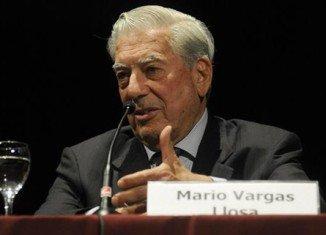 Mario Vargas Llosa has announced he will travel to Venezuela to back anti-Maduro groups