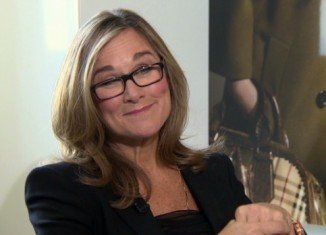 Apple has awarded its new retail chief Angela Ahrendts a pay package which includes $68 million in shares
