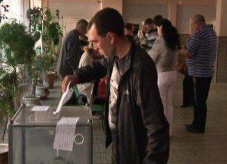 Eastern Ukraine referendums seek approval to declare sovereign the Donetsk and Luhansk regions