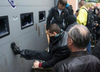 Pro-Russian separatists have attacked Ukraine's police headquarters in Odessa, forcing the release of several people held over deadly violence two days ago