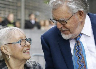 Rolf Harris has arrived at a London court, where he is due to stand trial on 12 counts of assault