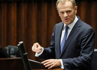Donald Tusk's government has won a parliamentary vote of confidence sparked by a scandal over leaked tapes of Polish senior officials