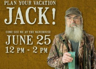 Si Robertson will sign autographs at the Duck Commander Warehouse on June 25