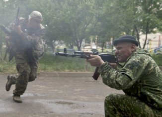 Two Ukrainian military bases in the eastern region of Luhansk have been taken by separatist rebels as fighting continues near the rebel-held town of Sloviansk