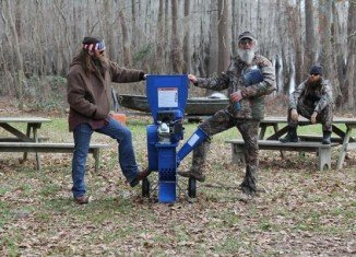 Uncle Si and his nephew Willie Robertson faced off in the ultimate competition to win a wood chipper