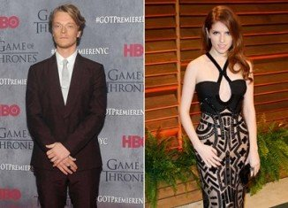 Anna Kendrick denies dating Alfie Allen