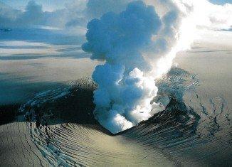 Bardarbunga volcano eruption sparks red alert for aviation industry