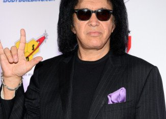 Gene Simmons has apologized for his recent remarks about people who suffer from depression