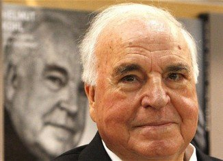 Helmut Kohl has won a legal battle to keep 200 tapes recording his political life