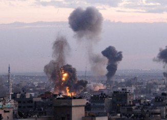 Israel has resumed air strikes in Gaza after Palestinian militants fired rockets following the end of a three-day truce