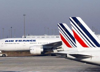 Air France pilots are extending their week-long strike over plans to expand low-cost operations abroad