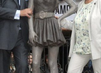 Amy Winehouse statue has been unveiled in Camden, north London
