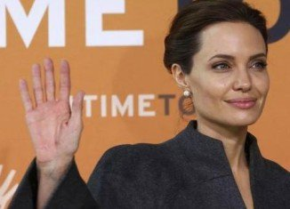 Angelina Jolie will direct Africa, a film about celebrated conservationist Richard Leakey's battles with ivory poachers