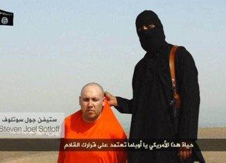 Jihadi John appears in Steven Sotloff's killing video