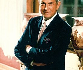 Oscar de la Renta made his name in the early 1960s when the then first lady, Jackie Kennedy, frequently wore his designs