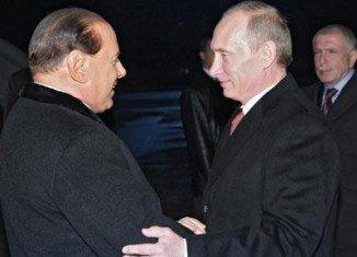 President Vladimir Putin has paid a late-night visit to former Italian PM Silvio Berlusconi during ASEM summit in Milan