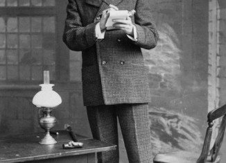 William Gillette made his name as Sherlock Holmes mainly on stage, bringing his trademark deerstalker and pipe to life for the first time