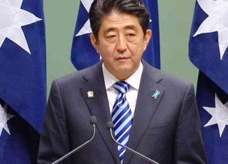 Japan's PM Shinzo Abe has dissolved the lower house of parliament in preparation for an early election