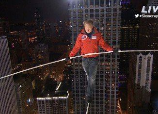 Nik Wallenda achieved the Chicago skyscraper crossings without a safety net or a harness